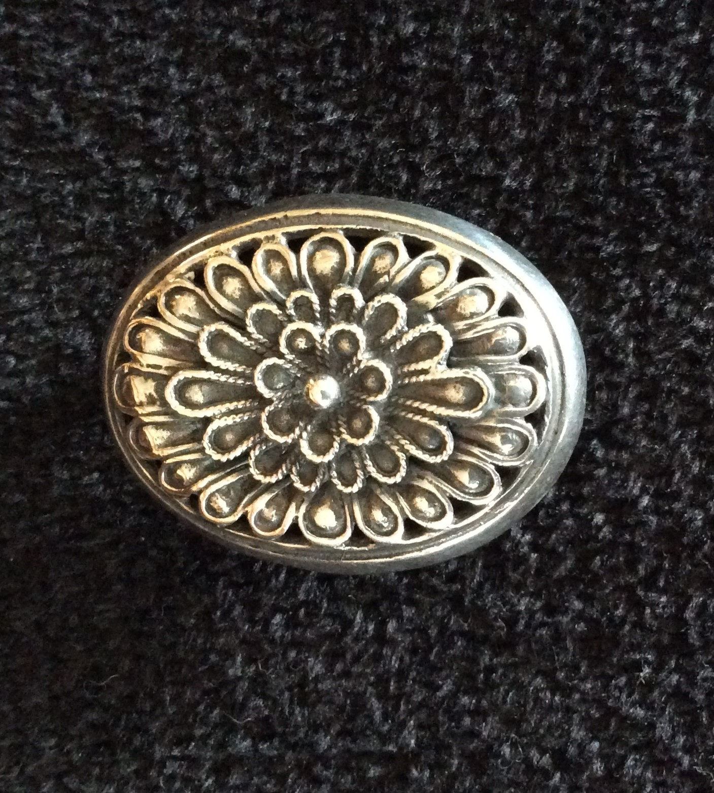 Pretty Vintage Stamped 925 Silver Fine Detailed Flower Petal Brooch