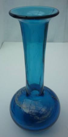 A Pretty vintage Blue Mdina 17.9cms high Bud Vase