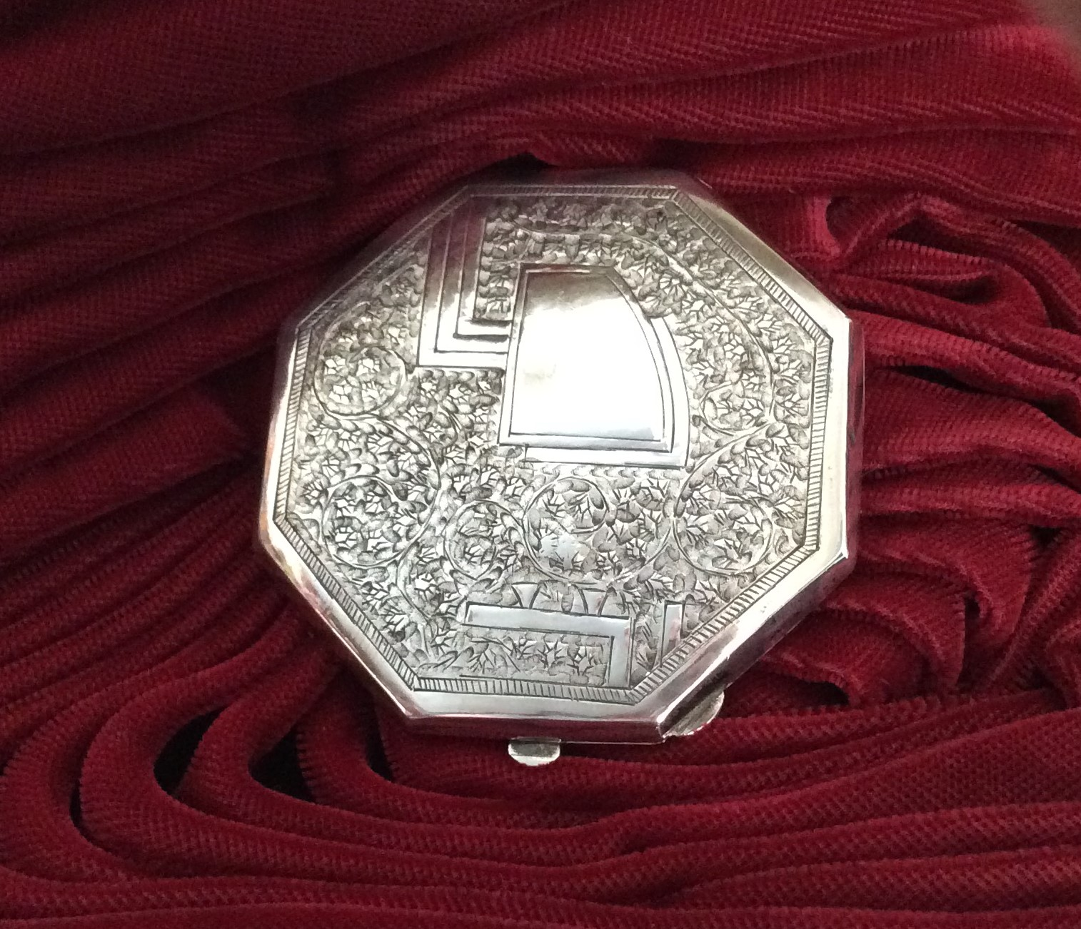 Beautiful Vintage Octagonal Continental  Silver Finely Engraved Powder Compact