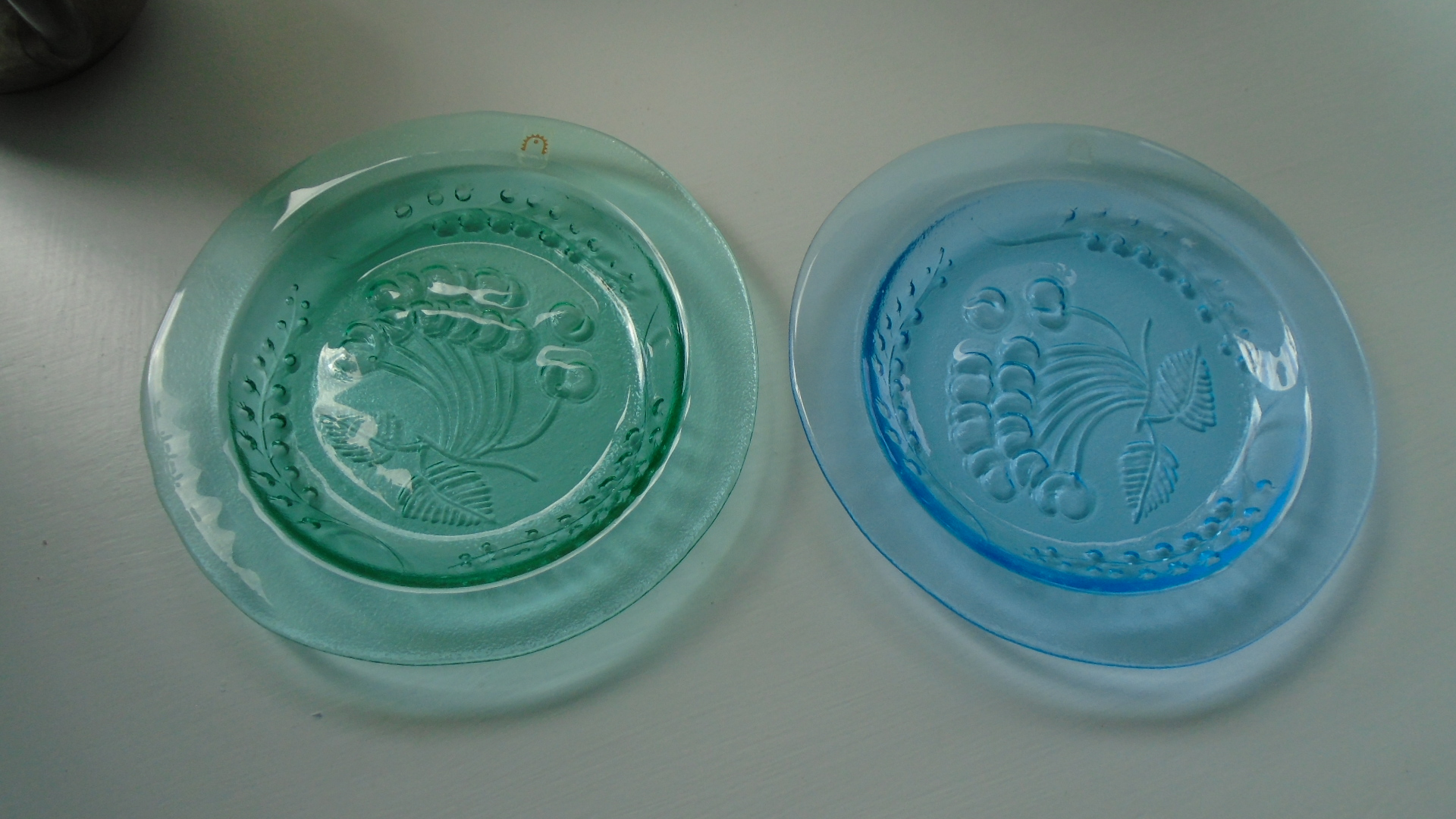 Pair of Vintage Finnish Humppila Decorative Pressed Glass Plates from Humppila's Botanical Range designed by Kaija Aarikka.
