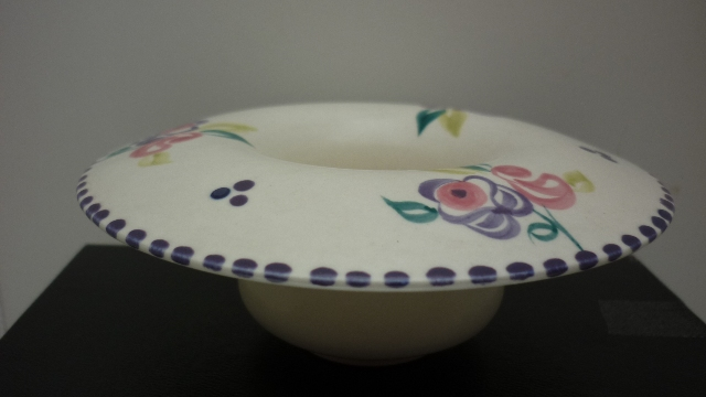 A Poole Pottery traditional sprig pattern vintage round posy dish.