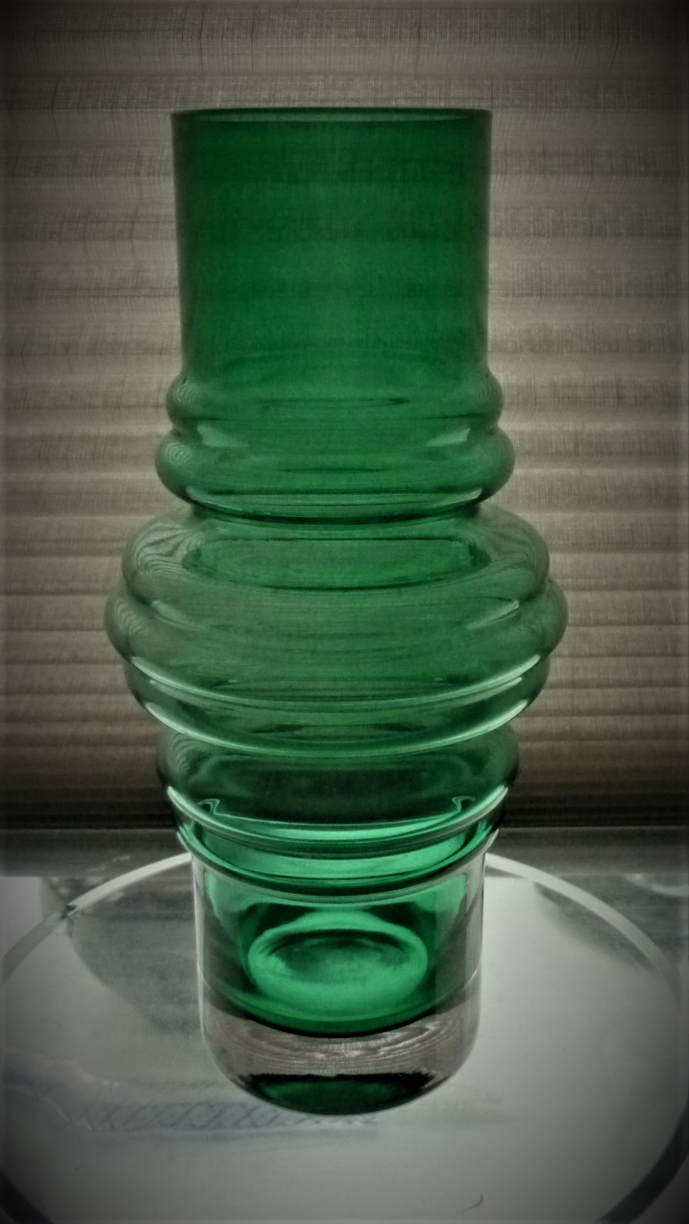 Green and clear cased glass 'Tulppaani' (Tulip) vase. Made by Riihimaki of Finland in the 1970's, and designed by Tamara Aladin. Pattern No.1516.