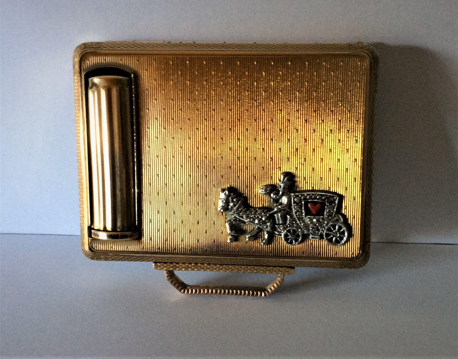 "Vintage 50s Quality signed KIGU Gold Tone ""Compact of Character"" Horse and Carriage Powder Compact and Built in Lipstick Holder size 8.3cm x 7.3cm including handle.   Weight 125g"