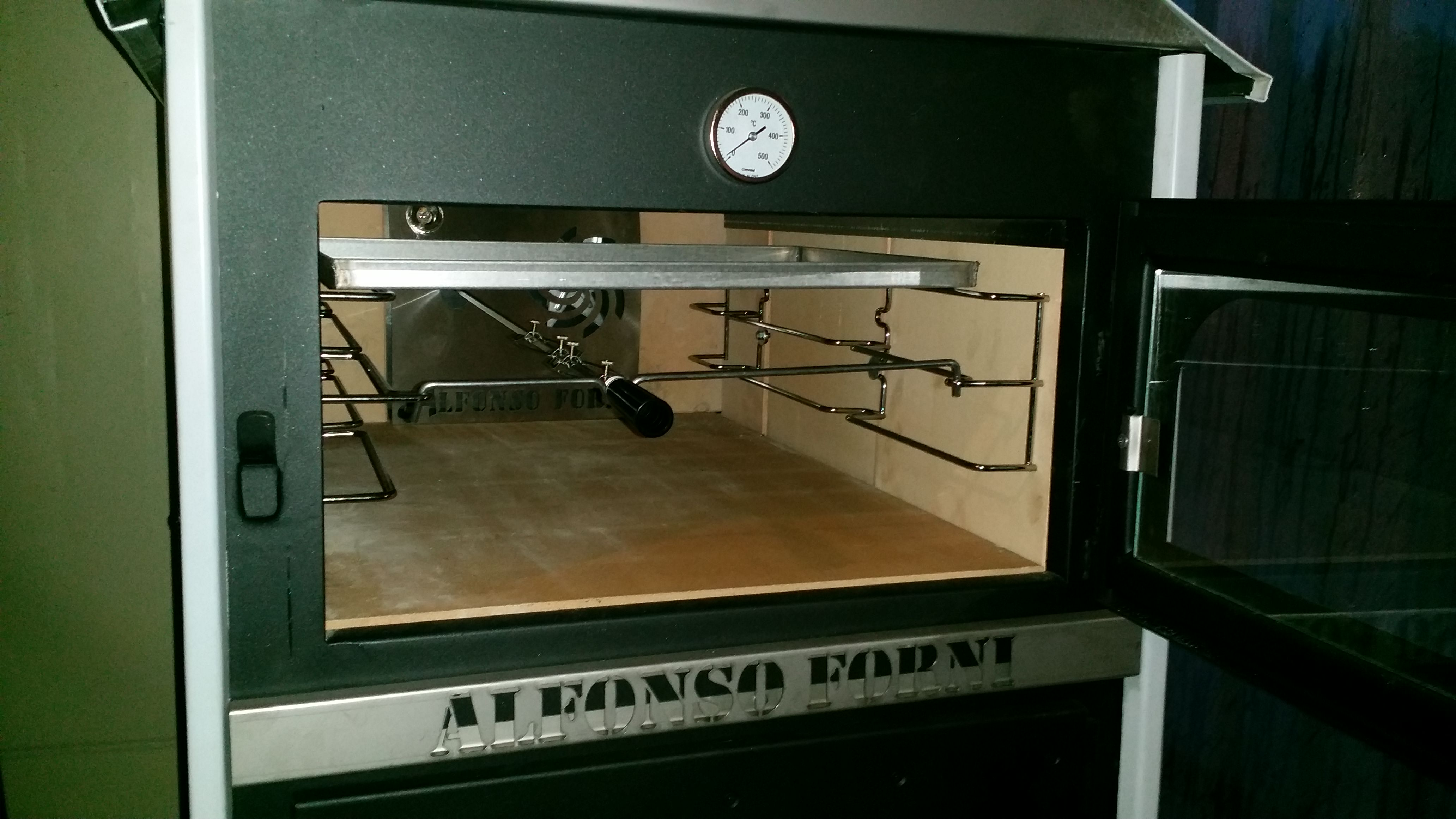 Luxor V2 con rivestimento esterno in acciaio inox+box multiuso+maioliche+piano unico+girarrosto