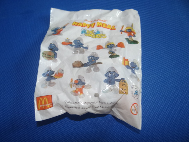 McDonalds The Smurfs Smurf Carrying A Plate Of Jelly Toy From 1998 New