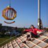 Hausherrin auf dem Dach, das die Welt bedeutet