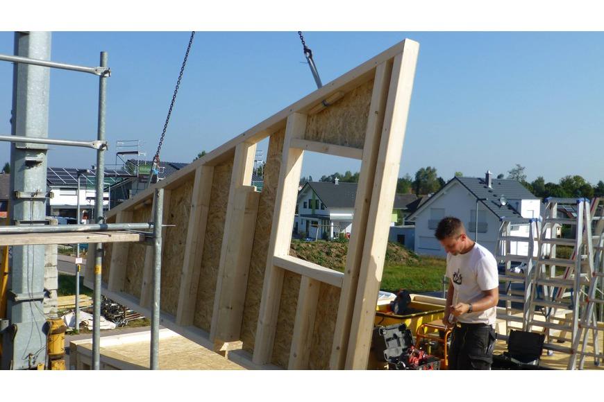 Montage der Holzrahmenbauwände
