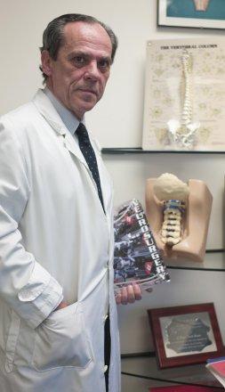 «La hernia discal cervical se cura en el 90%