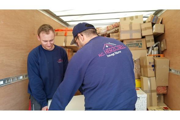 Umzugsservice und Möbeltransporte mit Möbelaufbau