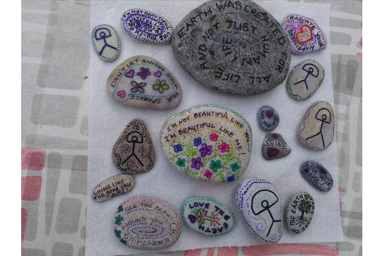 Photo_of_painted_pebbles