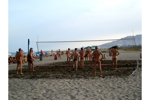 photo_of_naked_volleyball