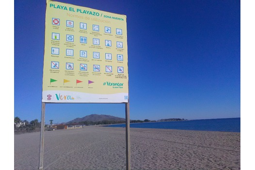 photo_of_nude_beach_sign
