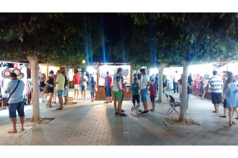 photo_of_the_summertime_night_market_at_Vera_Playa