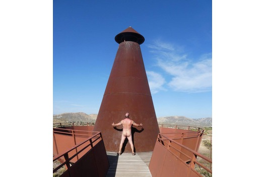 photo_of_naked_at_a_landmark