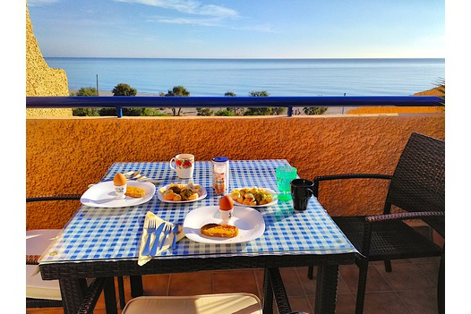 table_set_for_breakfast_with_sunny_sea_view