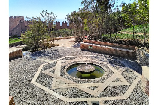 gardens_and_water_feature_inside_the_alcazaba