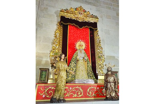 photo_of_religious_statues_inside_almeriacathedral