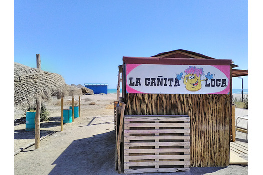little_hut_on_the_beach_selling_drinks_and_tapas