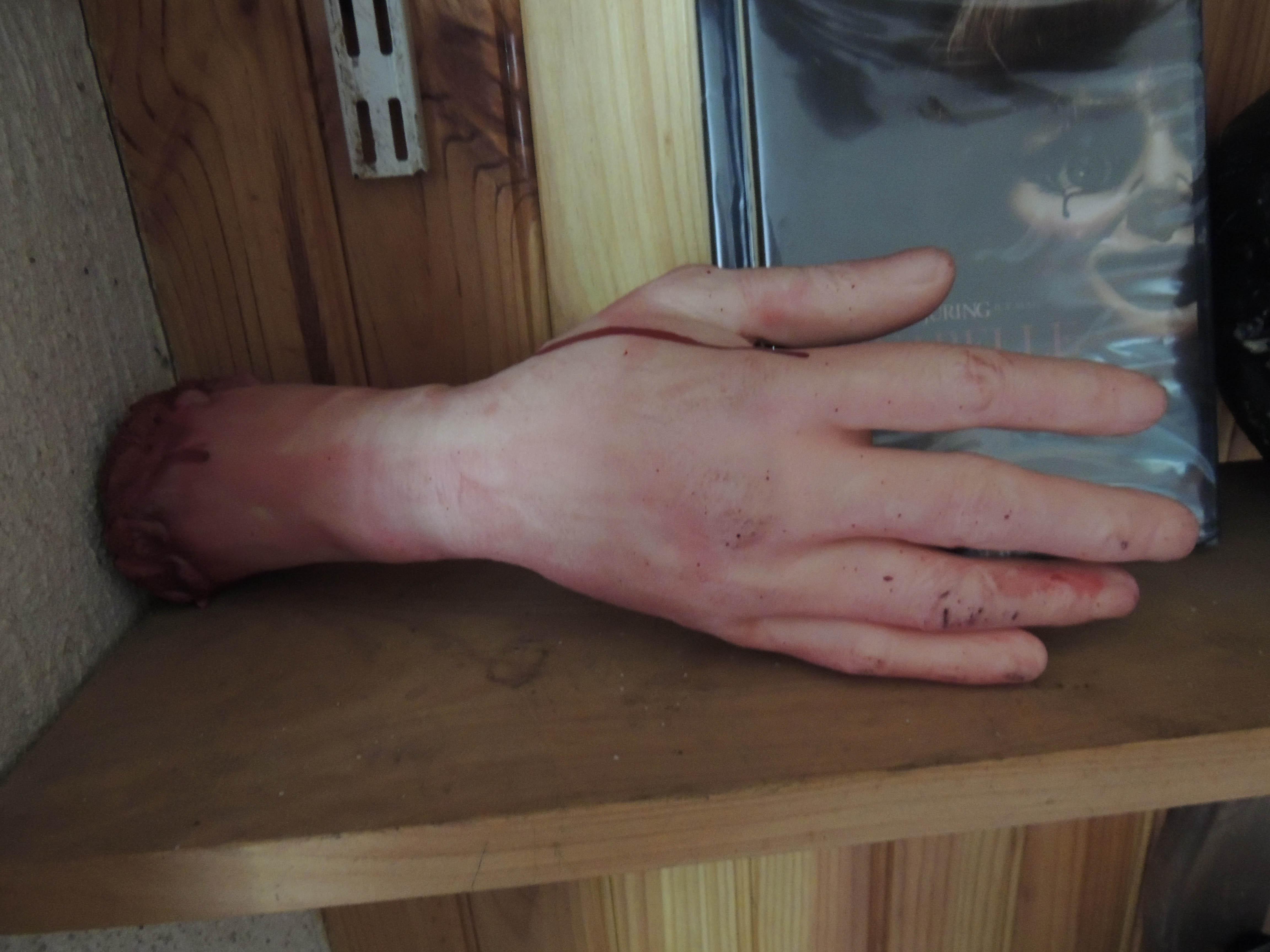 Main coupée en latex