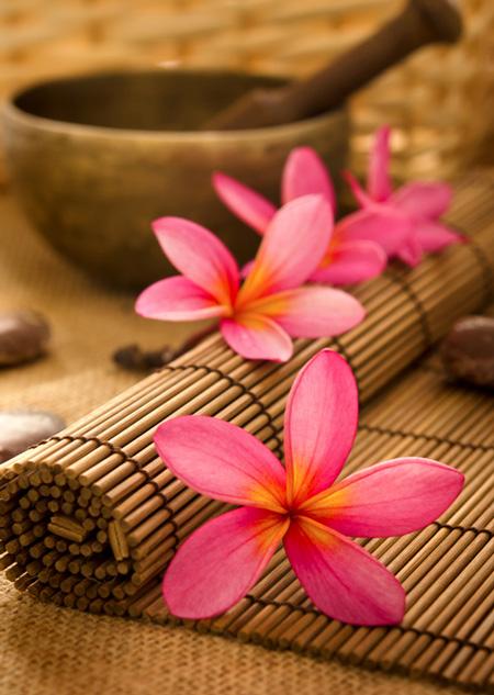 massage à l'huile de monoi Hei Poa