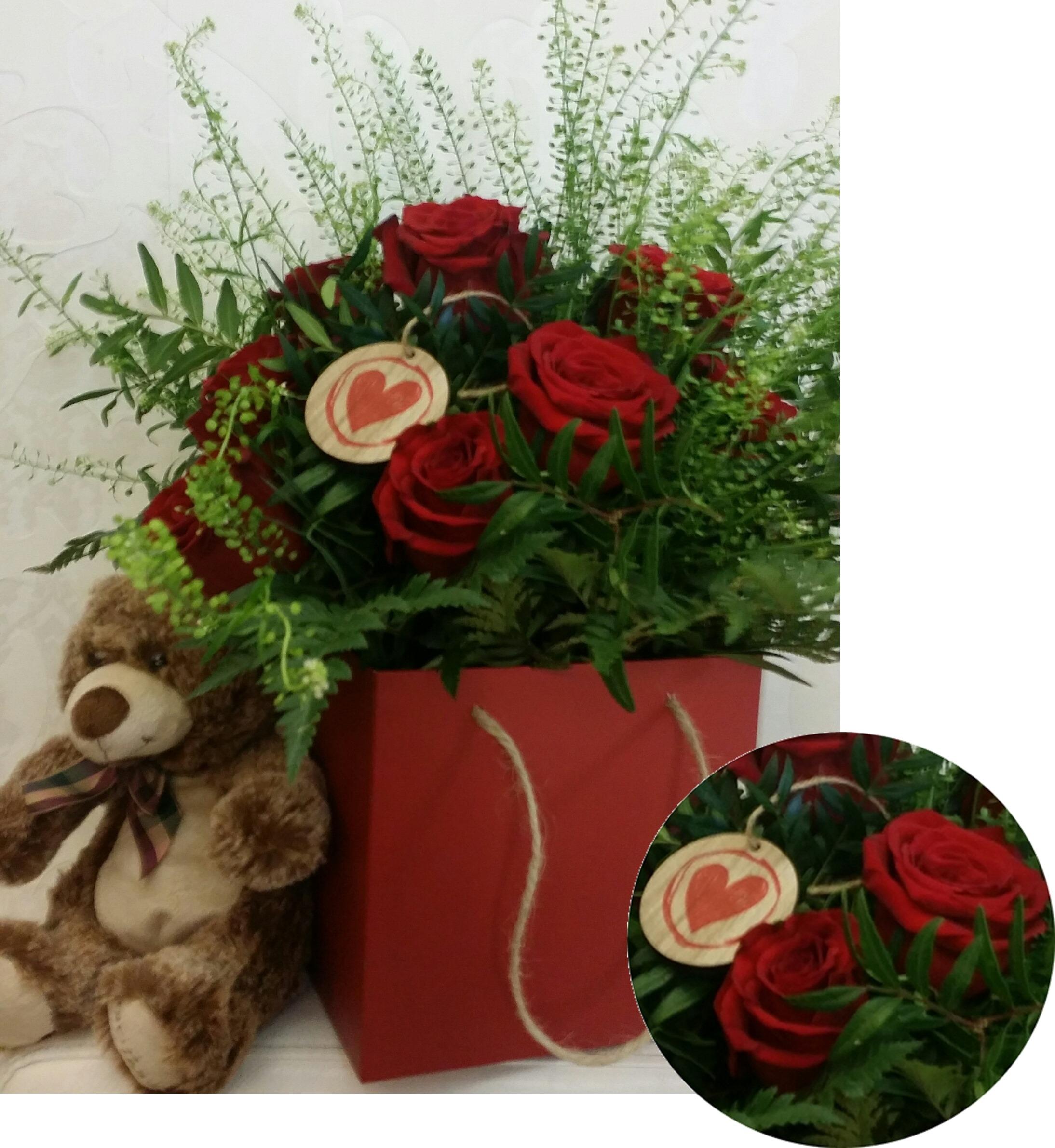PRODUCTO RECOMENDADO!!! 12 Rosas en caja.Online 030