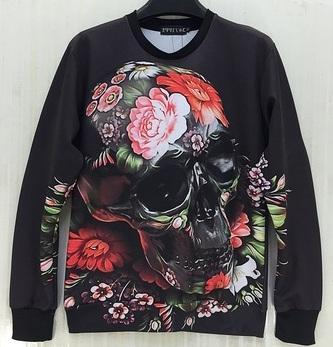 Sudadera negra calavera de flores