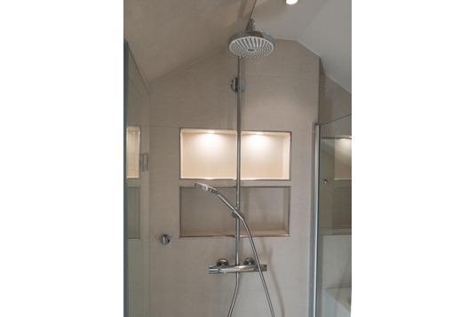 kleines Bad Dusche mit Nischen