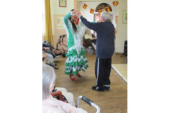 Danse endiablée à la Maison de Retraite