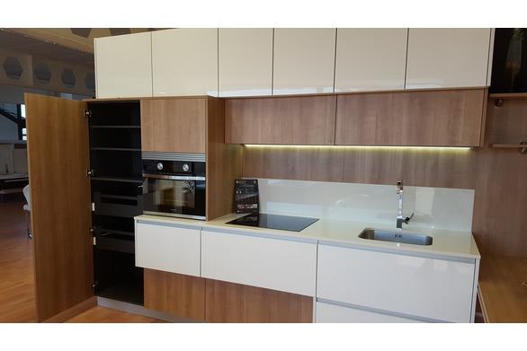 Cocina de madera y blanco