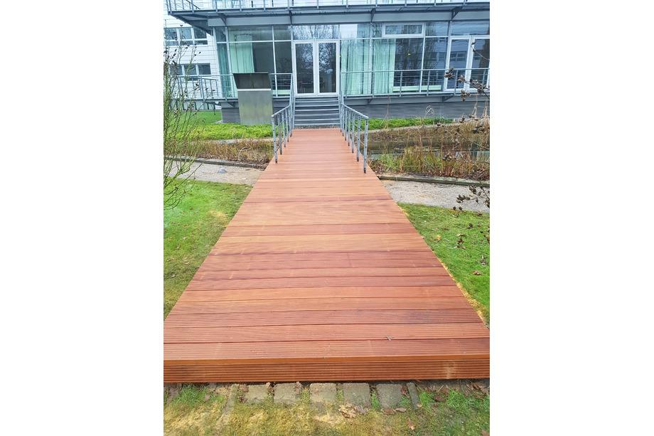 Gelender für Holzbrücke