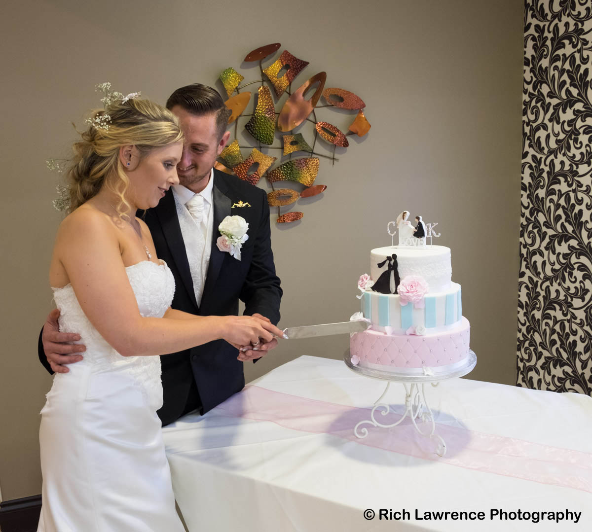 Wedding couple cutting wedding cake
