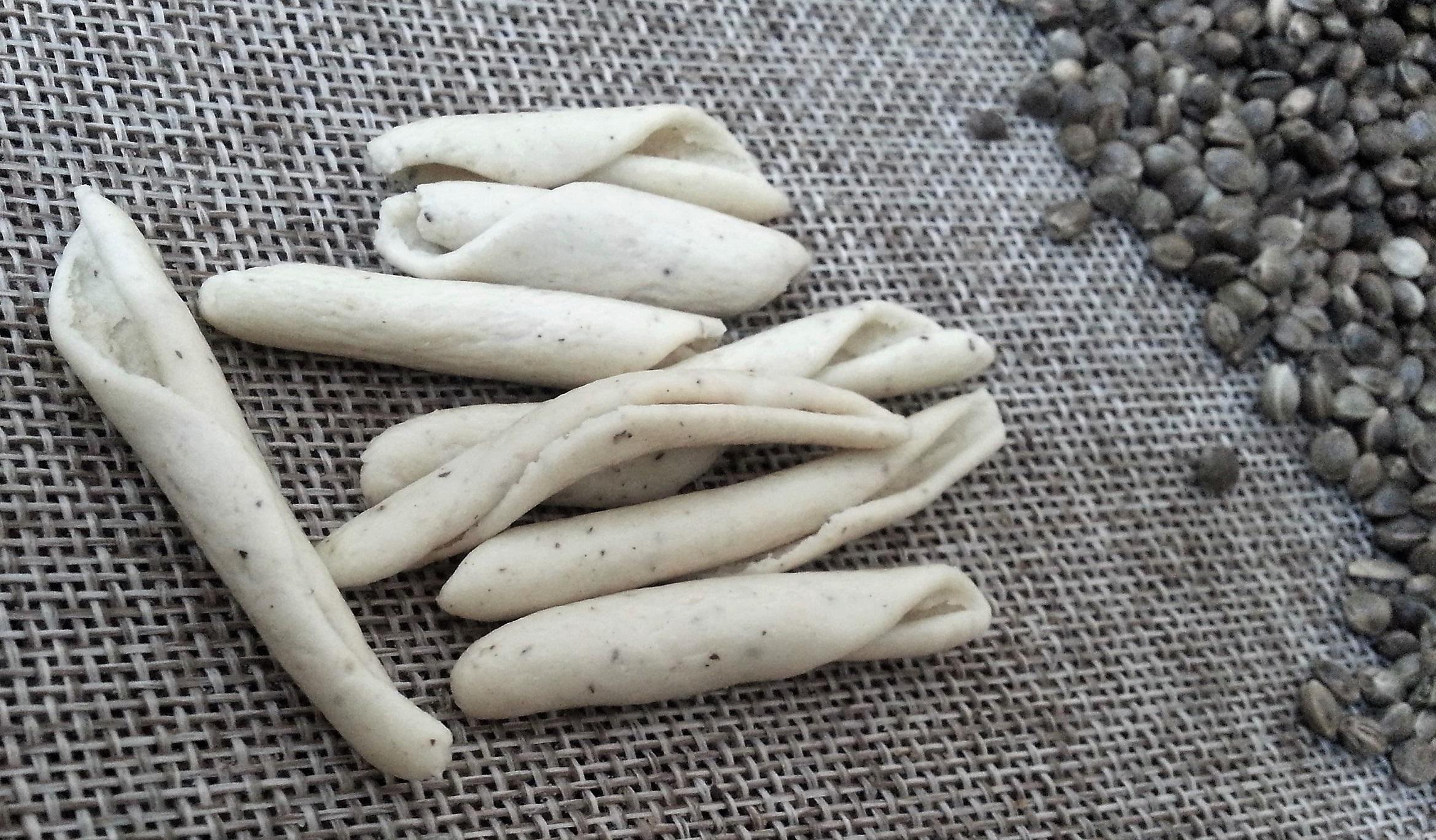 Maccheroncino artigianale con farina di semi interi di Canapa