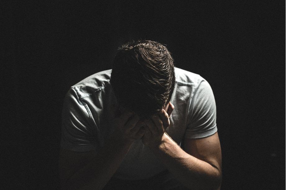 Miedo a la soledad y búsqueda de aprobación