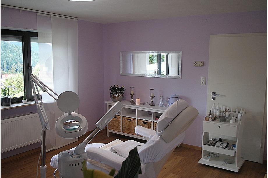 Behandlung bei Kosmetikerin Saranda