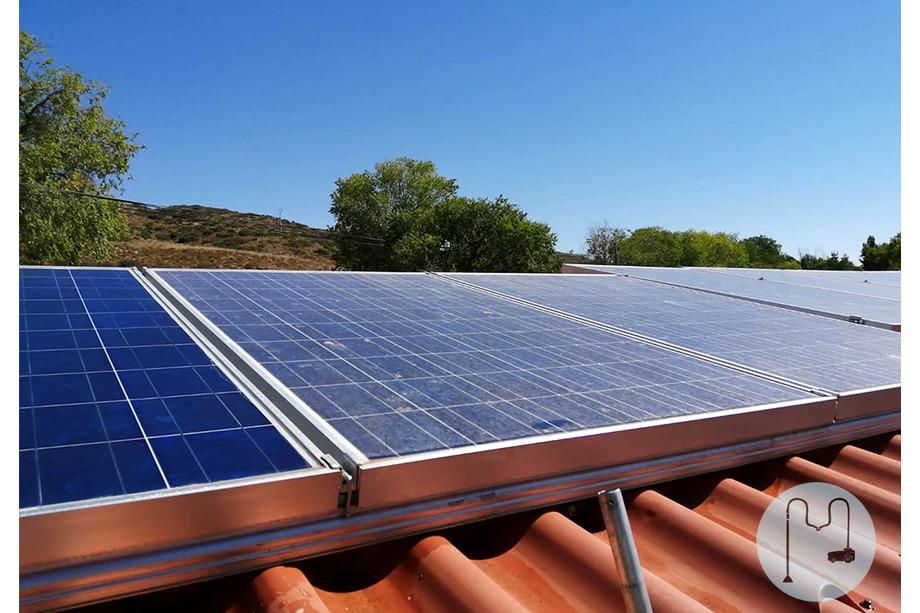 Diferencia entre placas solares sucias y limpias