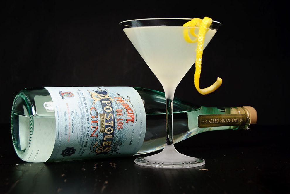 Apóstoles-Deception im Cocktail-Glas mit Flasche