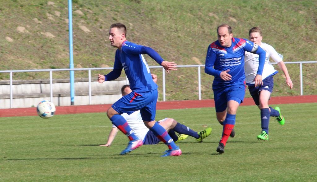 Hannes Hoth (l.) traf einmal gegen den SV Samtens