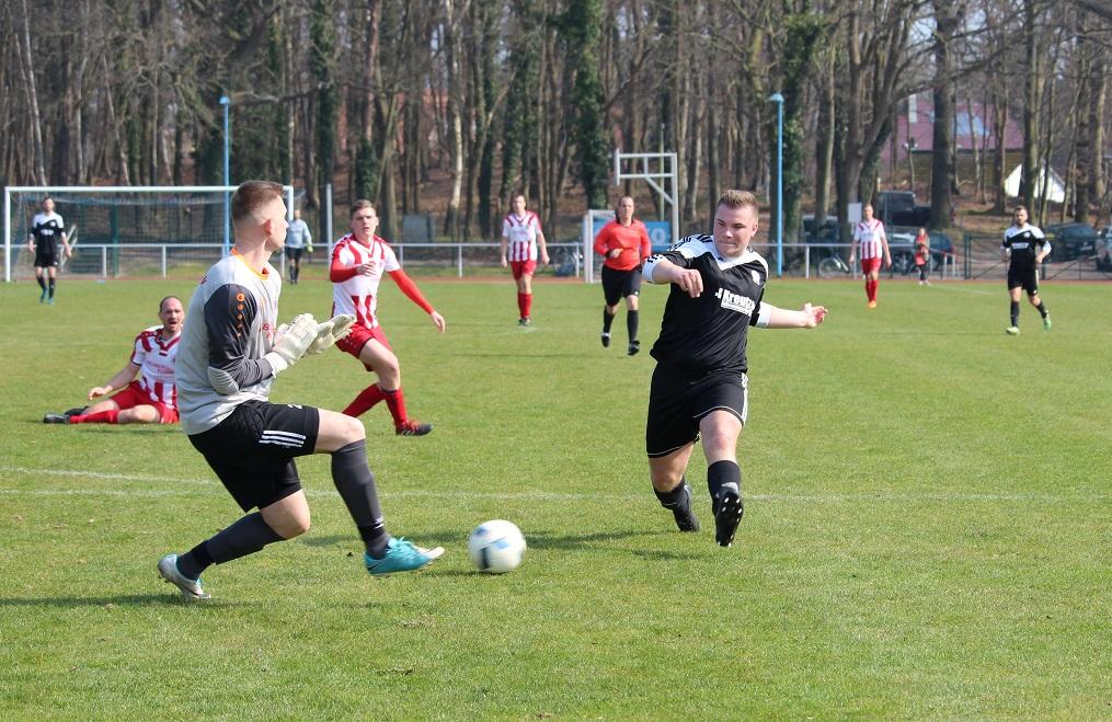 Florian Fründt (r.) verpasst hier das 3:0