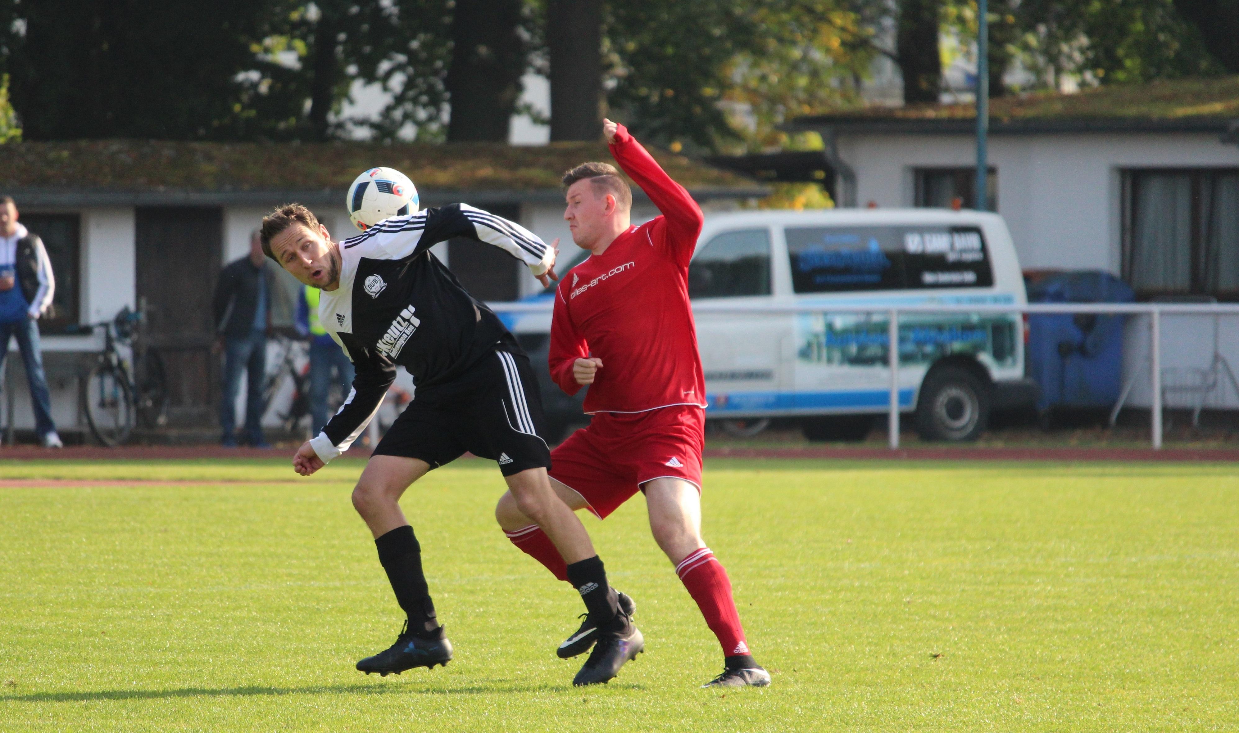 Marcel Gebhardt (l.) erzielte das 1:1