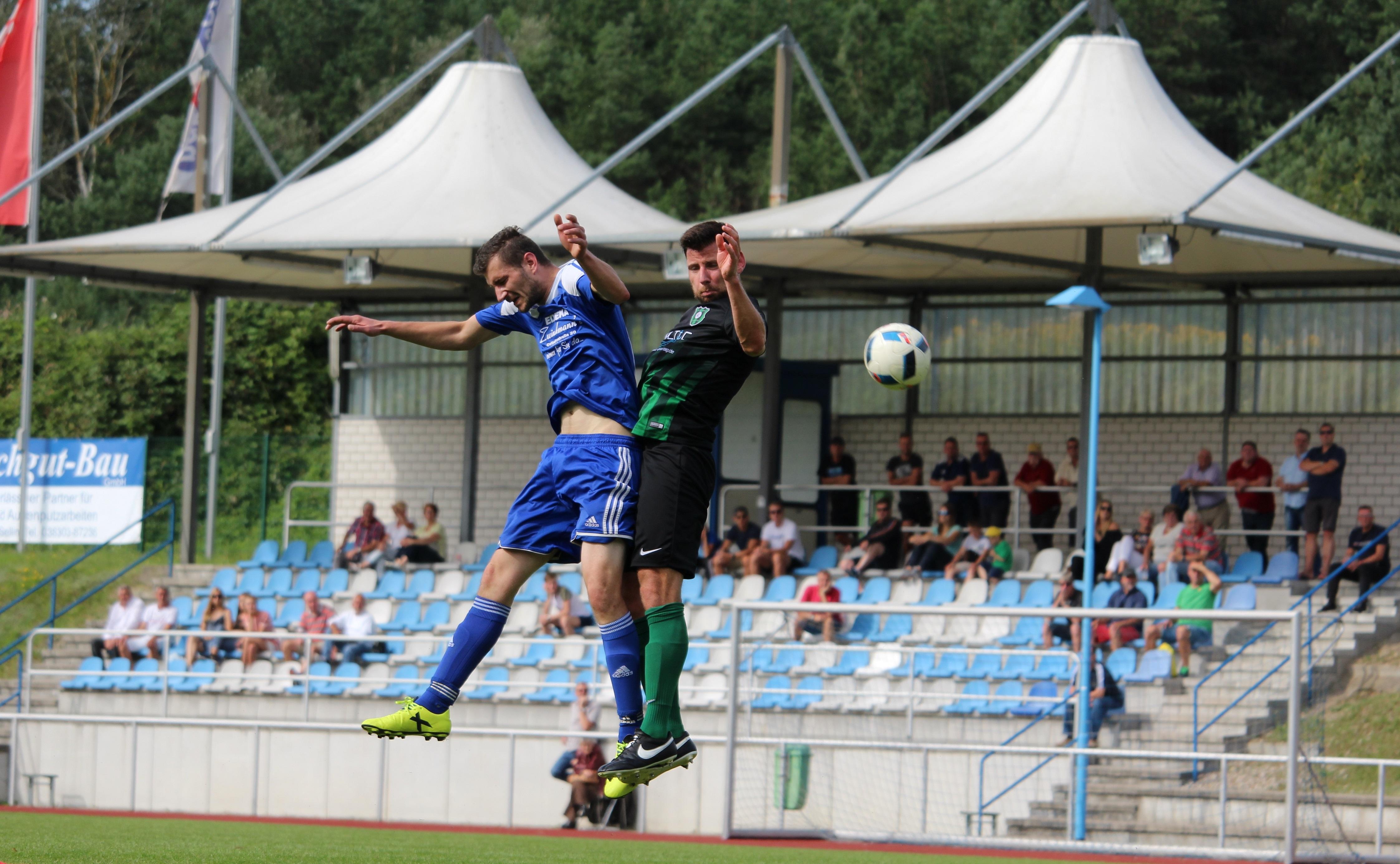 Matchwinner Andre Rast (l.) im Luftkampf