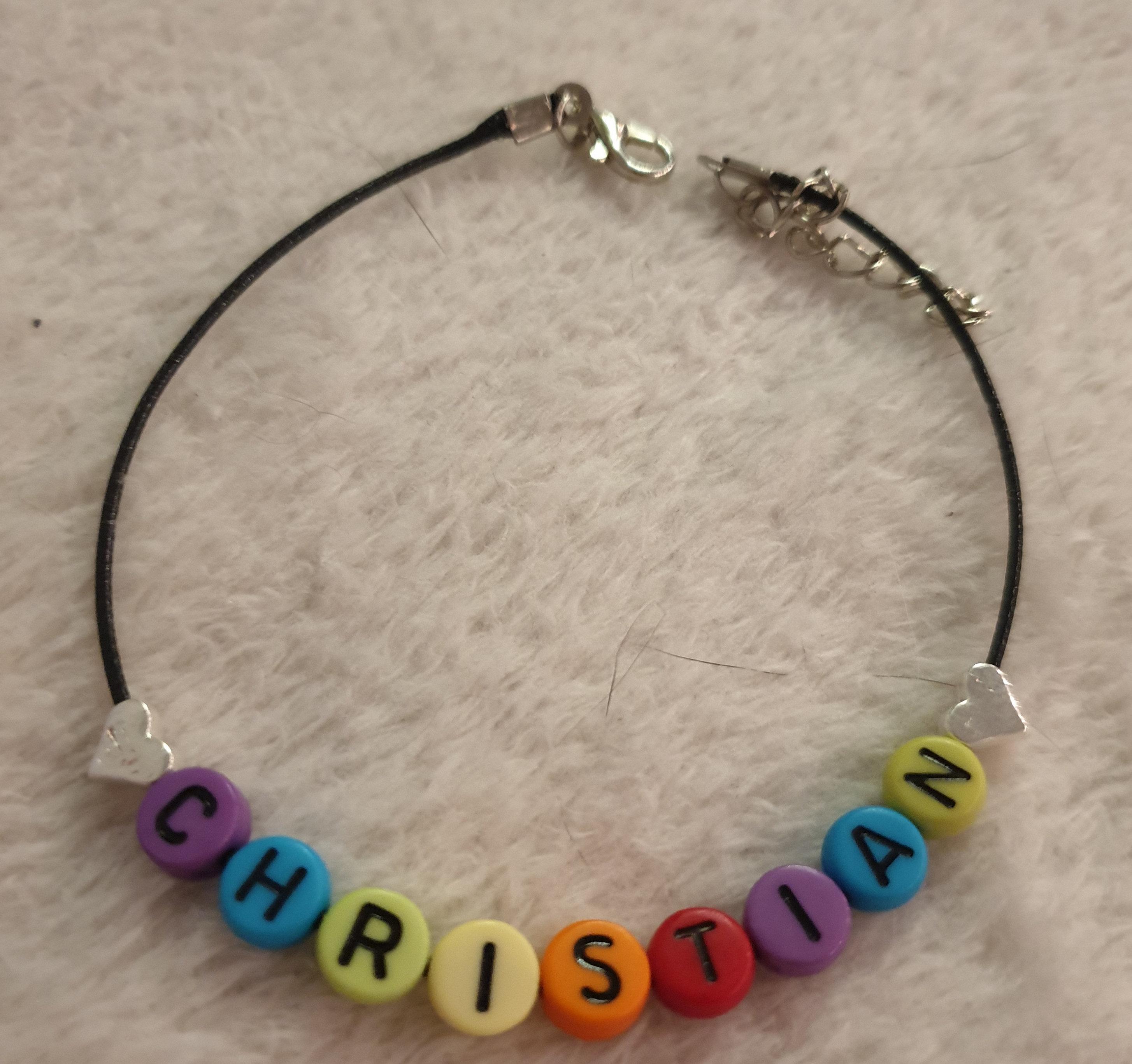Leder Armband mit Verschluss und Rainbow Runde Buchstaben