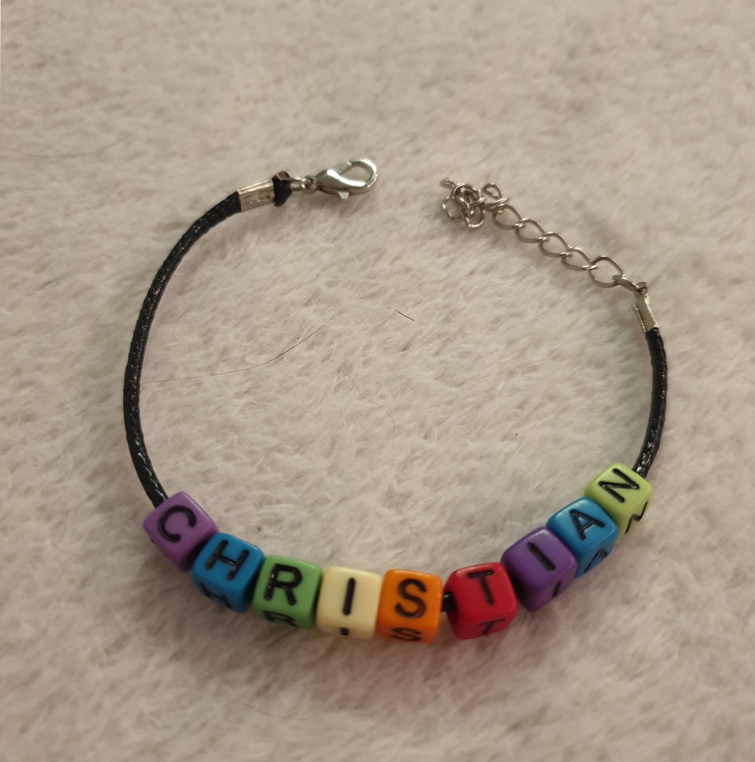 Leder Armband mit Verschluss und Rainbow Buchstabenwürfel