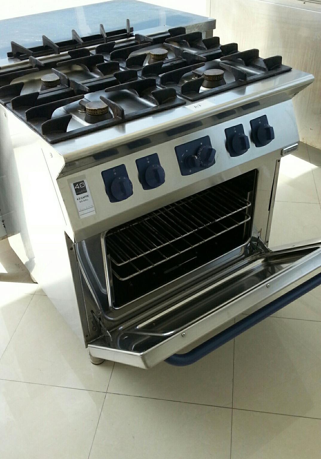 Cucine A Gas Professionali Usate.Cucina Gas 4 Fuochi Con Forno Gas