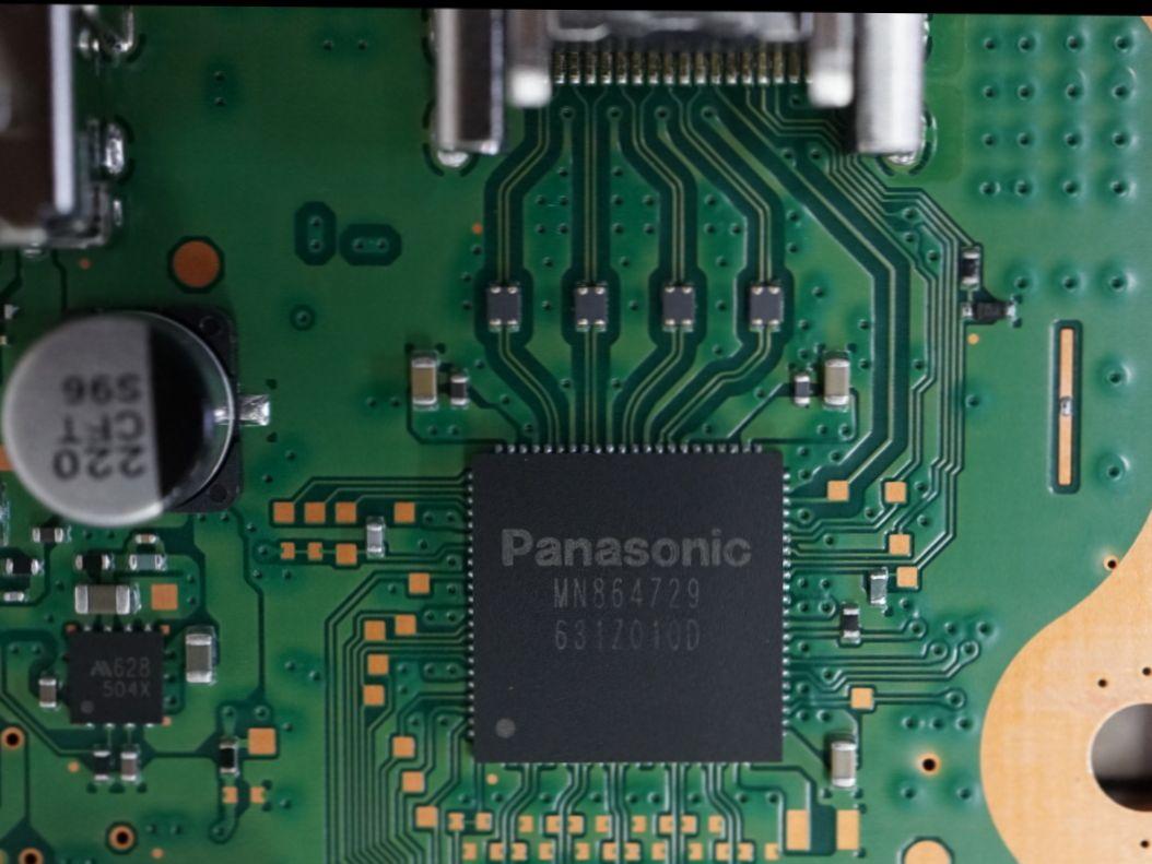 Wlod Reparatur für PS4 Slim & Pro. Konsole Startet und Leuchtet Weiß bringt aber kein Bild auf dem TV und die HDMI Buchse (Port) ist nicht beschädigt nichts verbogen. HDMI Transmitter Chip (Panasonic) defekt. Reparatur 65,00€