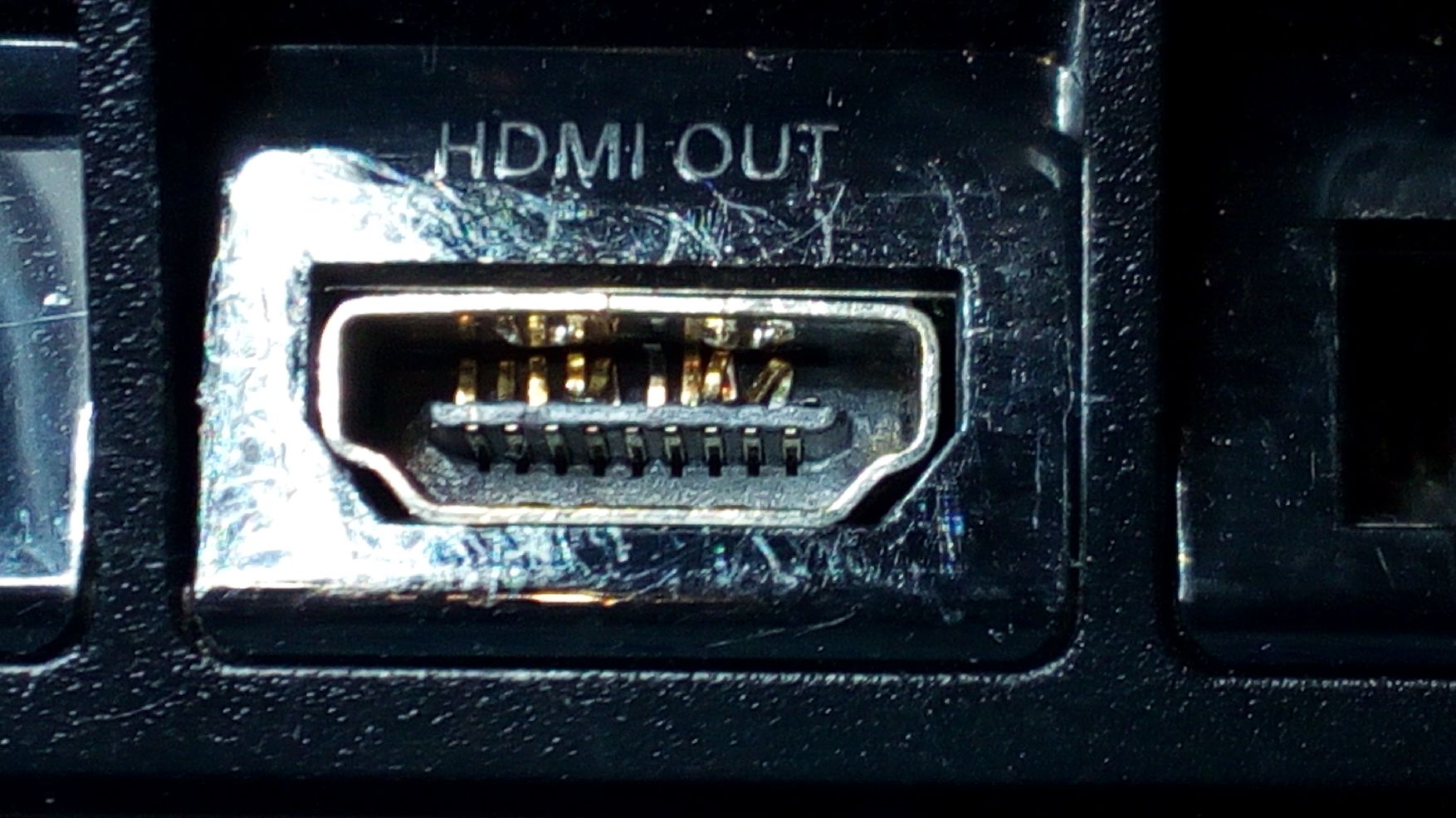 PS4 FAT Startet und Leuchtet Weiß bringt aber kein Bild auf den Fernseher. HDMI Port Anschluss Reparatur 49,00€ Weitere Details unten.