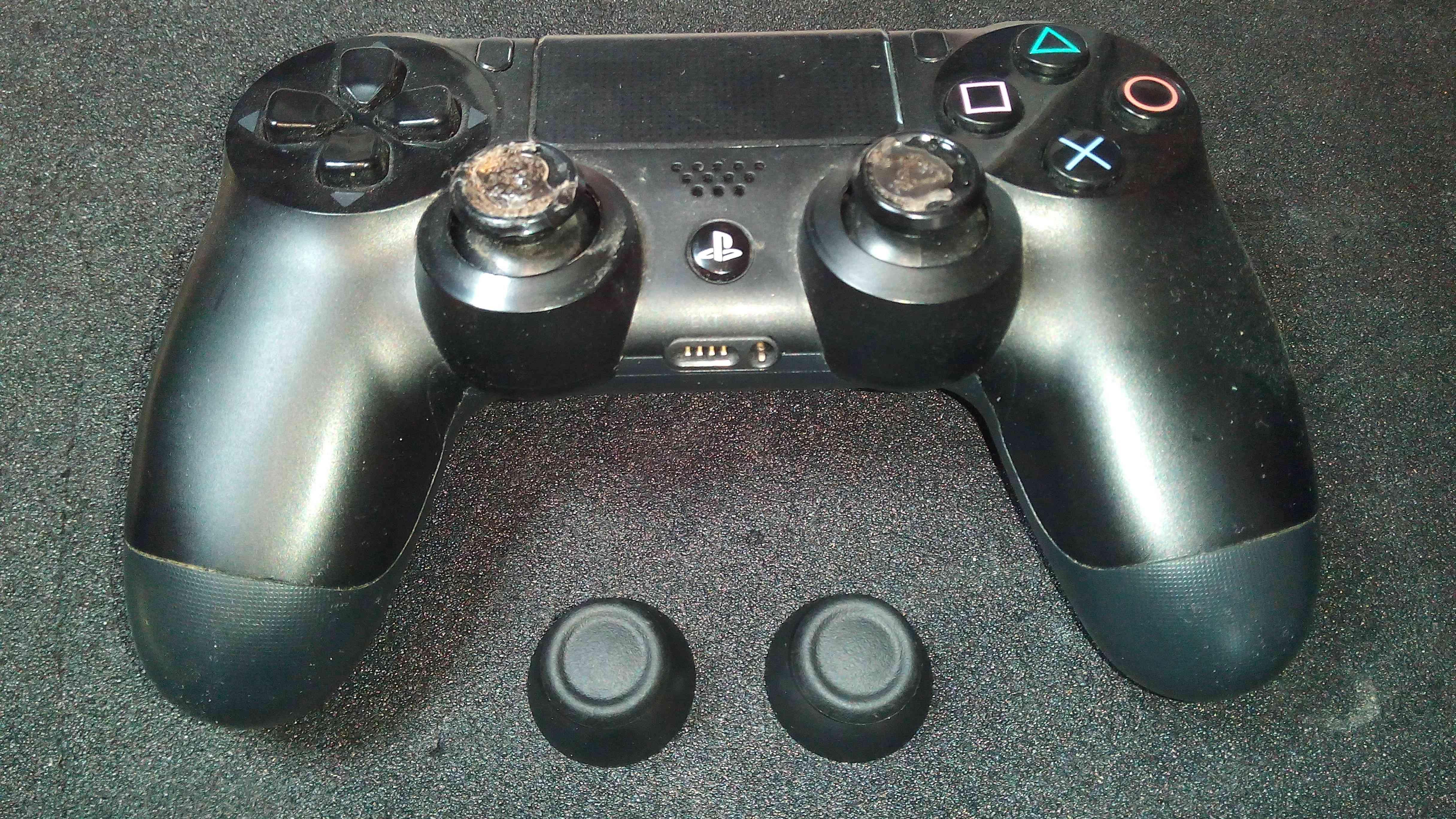 PS4 Dualshock 4 Controller Thumbsticks Verschließen Gummis eingerissen & Beschädigt? Austausch Rechts & Links Reparatur 16,00€ inklusive Versand.