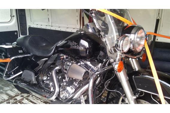 verzurrtes Motorrad