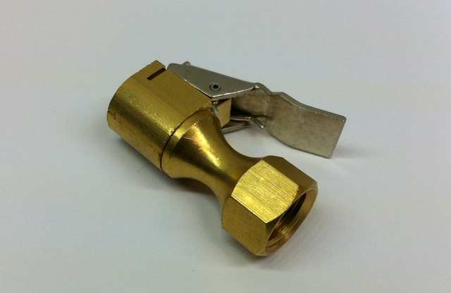 BRASS SINGLE CLIP ON CONNECTOR 1/4 BSP