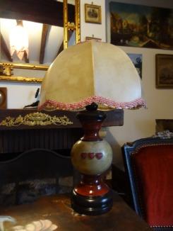 Pied de lampe noir et rouge