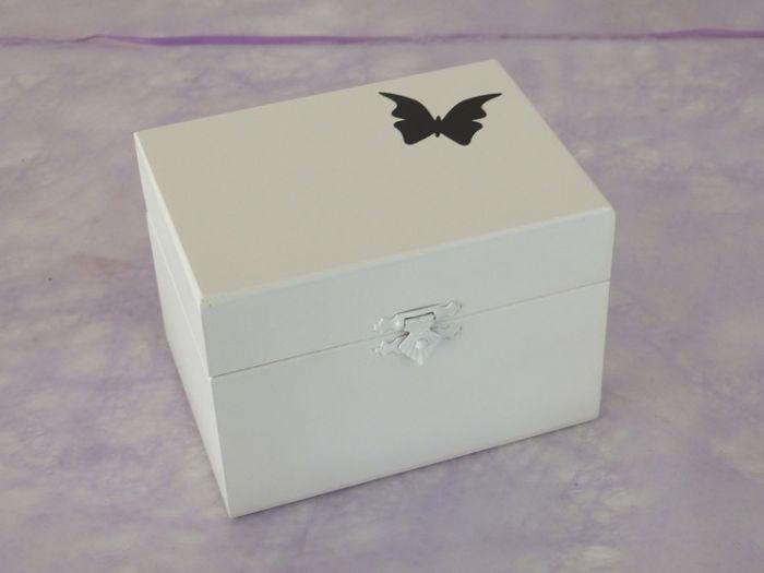 Urne en Bois Coffret Blanc Décor Papillon Noir < 8Kg